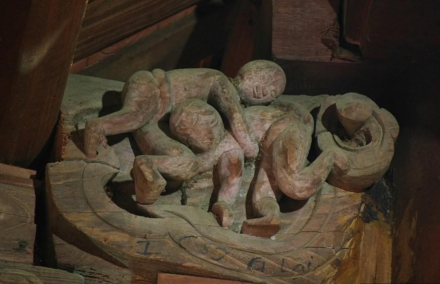 Cảnh vui xuân trên các bức chạm gỗ đình Phùng - Ảnh 2