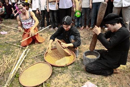 Độc đáo hội thổi cơm thi ở Đồng Vân - Ảnh 2